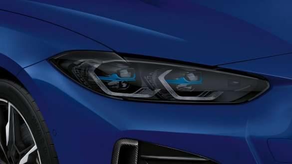 M Leuchten Shadow Line und BMW Laserlicht BMW i4 M50 G26 2021 BMW Individual Frozen Portimao Blau metallic Scheinwerfer Nahaufnahme